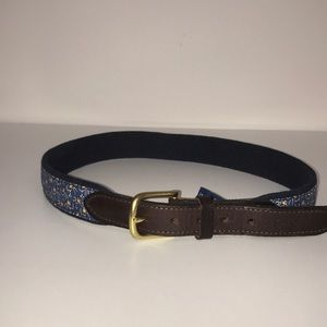 Vineyard Vines Boys belt with footballs sz 28